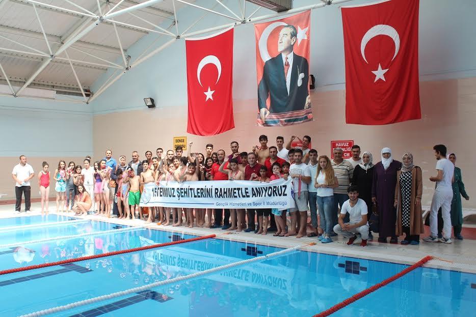 """""""15 TEMMUZ DEMOKRASİ ŞEHİTLERİ"""" İÇİN KULAÇ ATTILAR"""