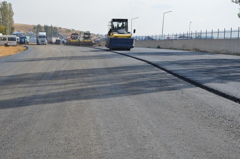 Kombina yolu asfaltlanıyor