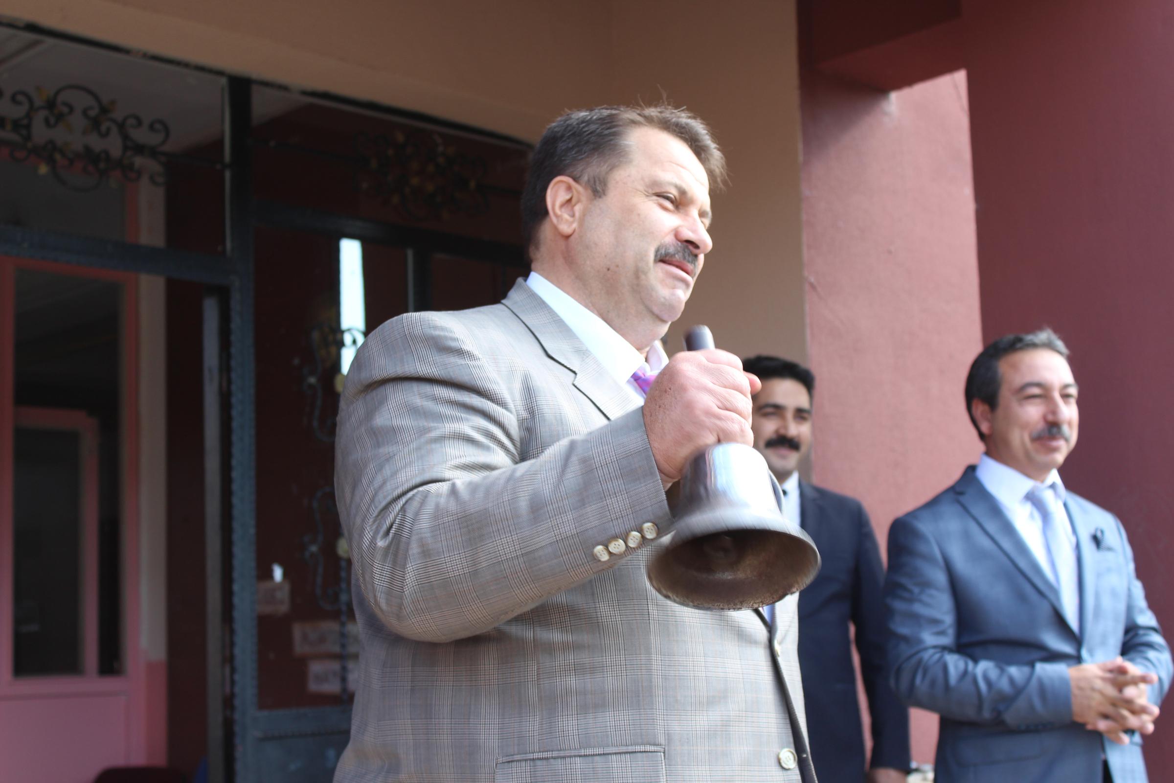Ağrı'da ders zilini Milli Eğitim Müdürü Turan çaldı