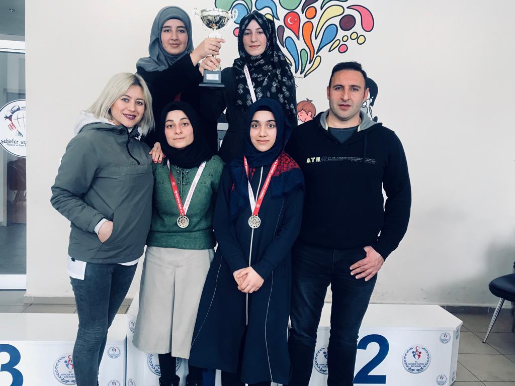 Ağrı Türk Telekom Sosyal Bilimler Lisesi 13 Dalda Kupa aldılar