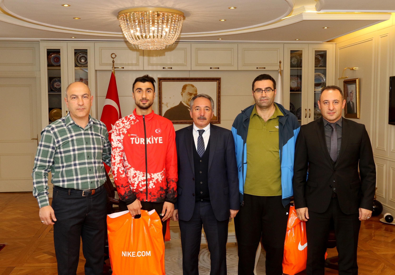 Ağrı İbrahim Çeçen Üniversitesi Rektörü Prof. Dr. KARABULUT, Dünya İkincisi Sporcuyu Kutladı