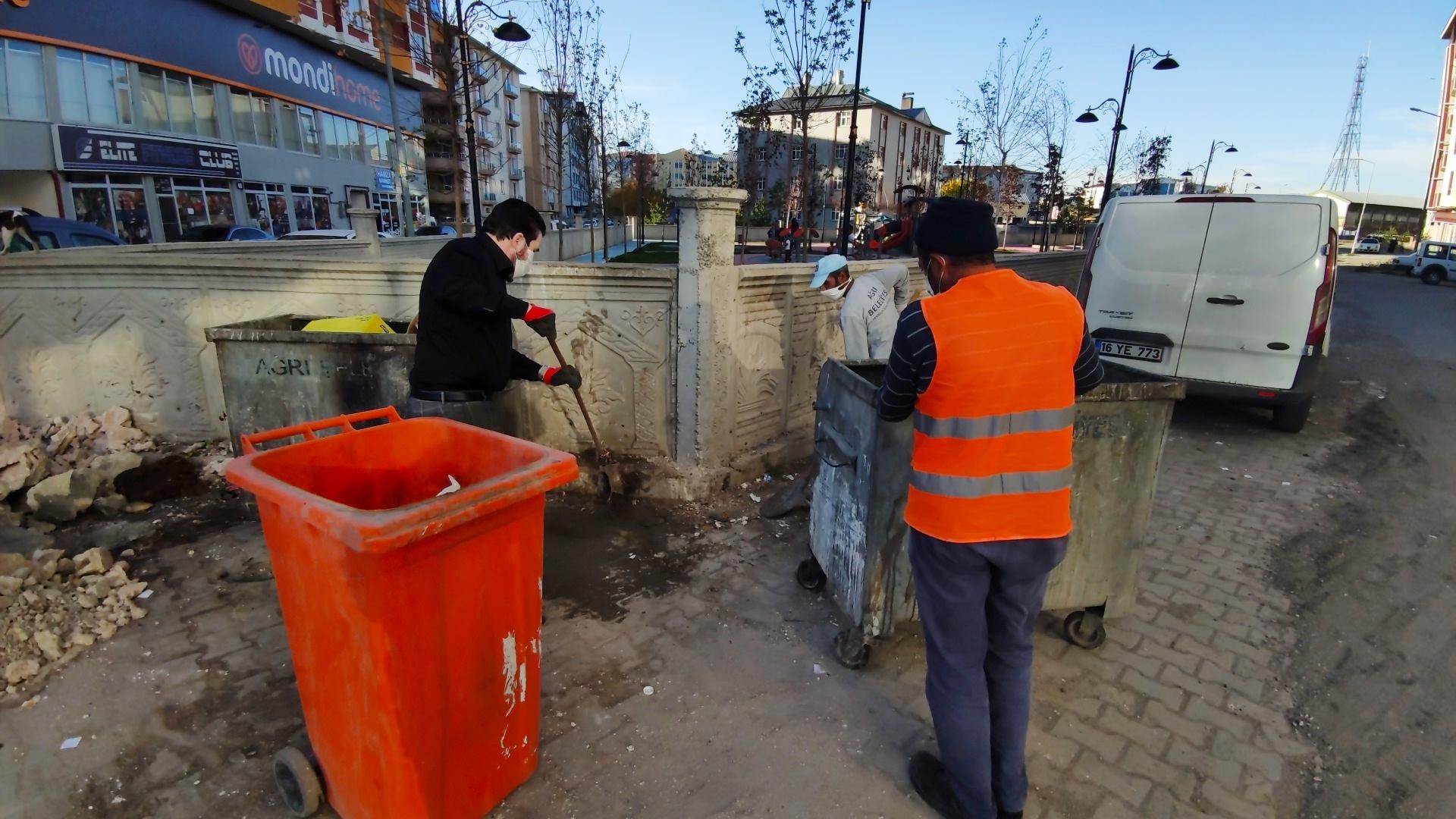 Başkan Sayan, İşçilerle Çöp Toplayarak Farkındalık Oluşturdu
