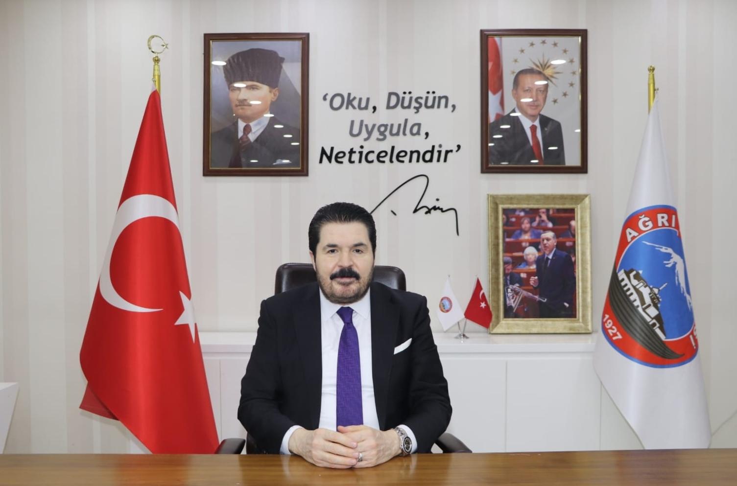 Belediye Başkanı Savcı Sayan'ın 24 Kasım Öğretmenler Günü Mesajı