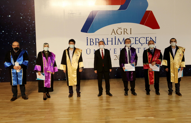 AİÇÜ'de Akademik Teşvik ve Cübbe Giyme Töreni Yapıldı
