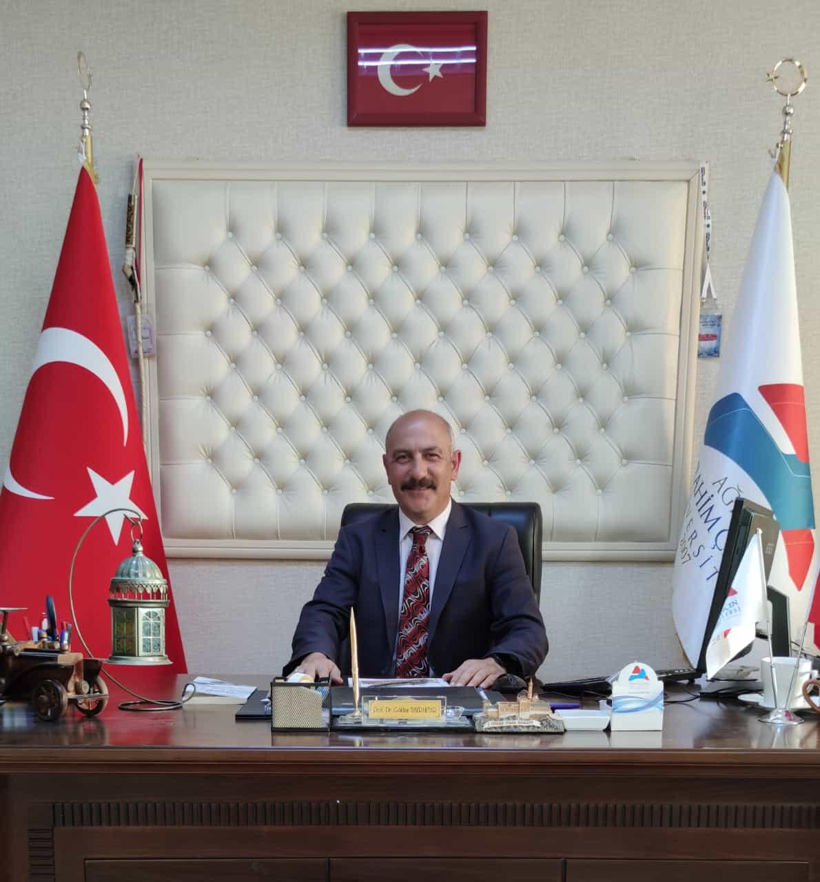 Ağrı İbrahim Çeçen Üniversitesi Spor Bilimleri Fakültesi Dekanlığına Prof. Dr. Gökhan BAYRAKTAR atandı